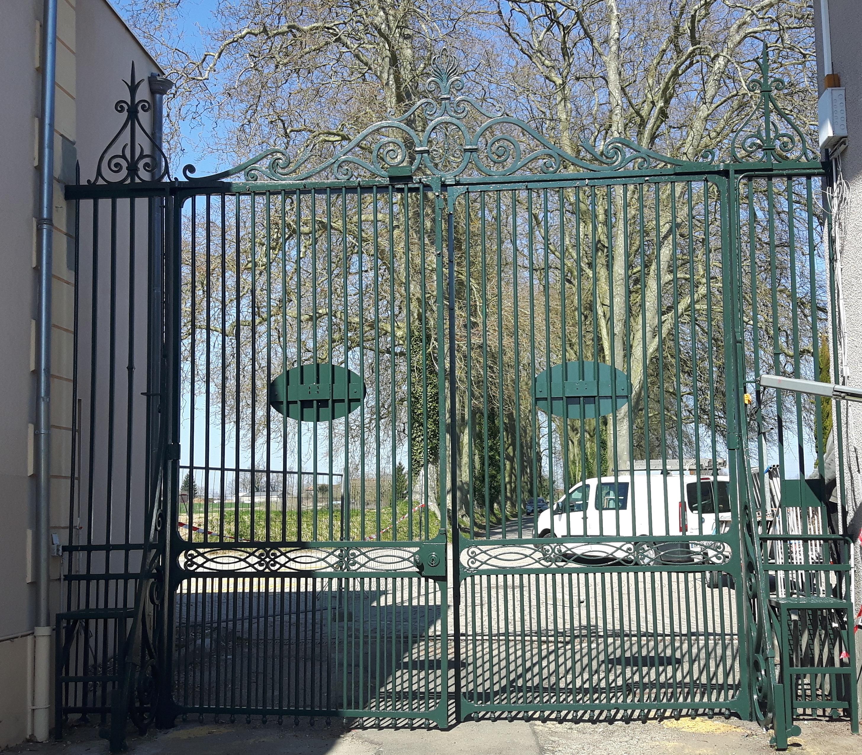 Restauration du portail et de son fronton