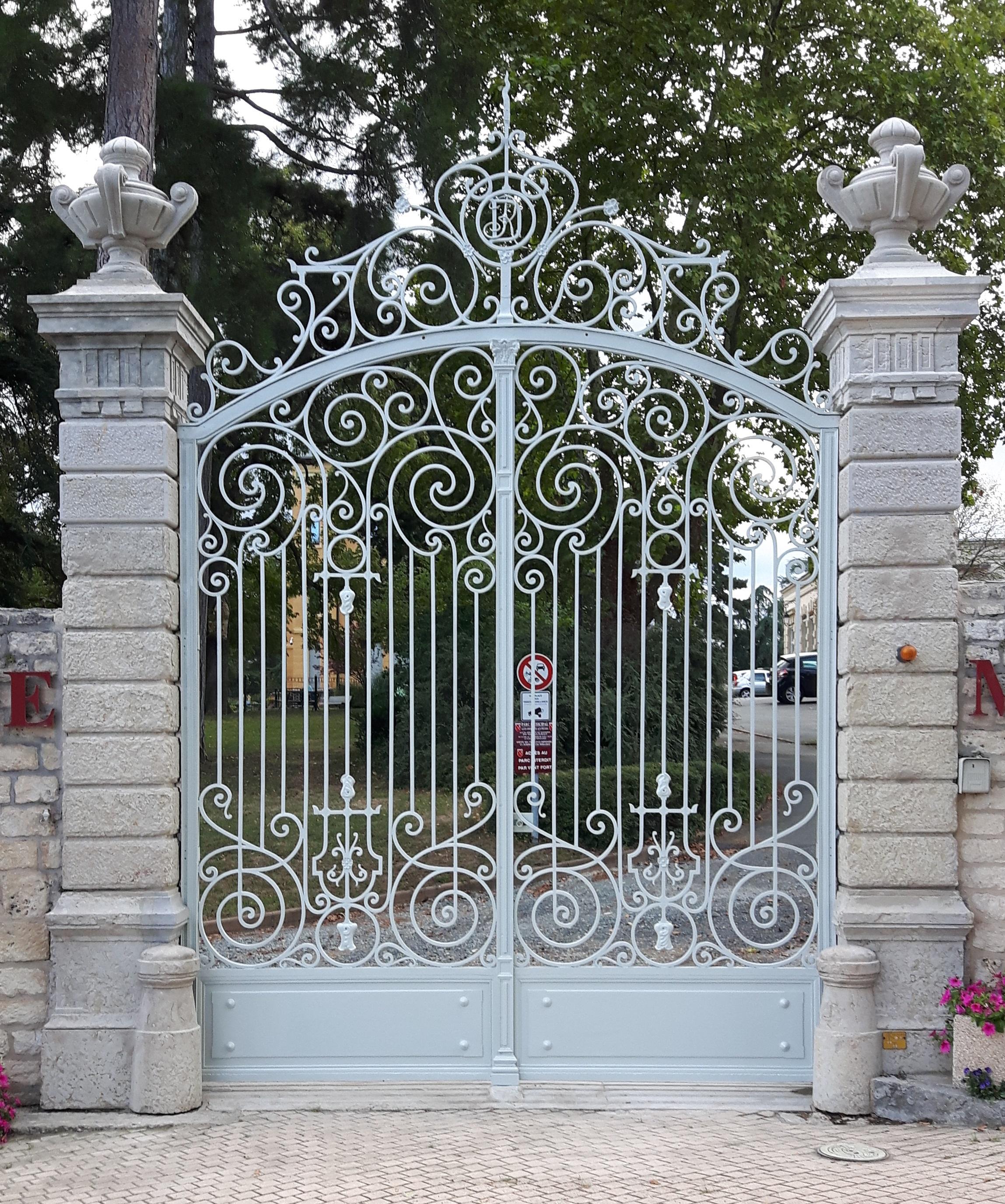 Restauration portail de Mairie