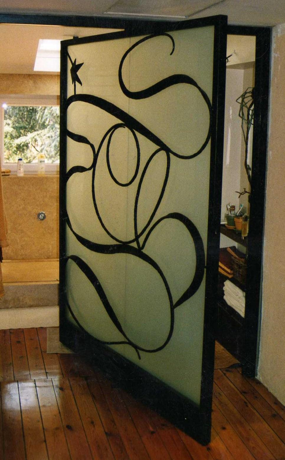 Porte de salle de bain pivotante