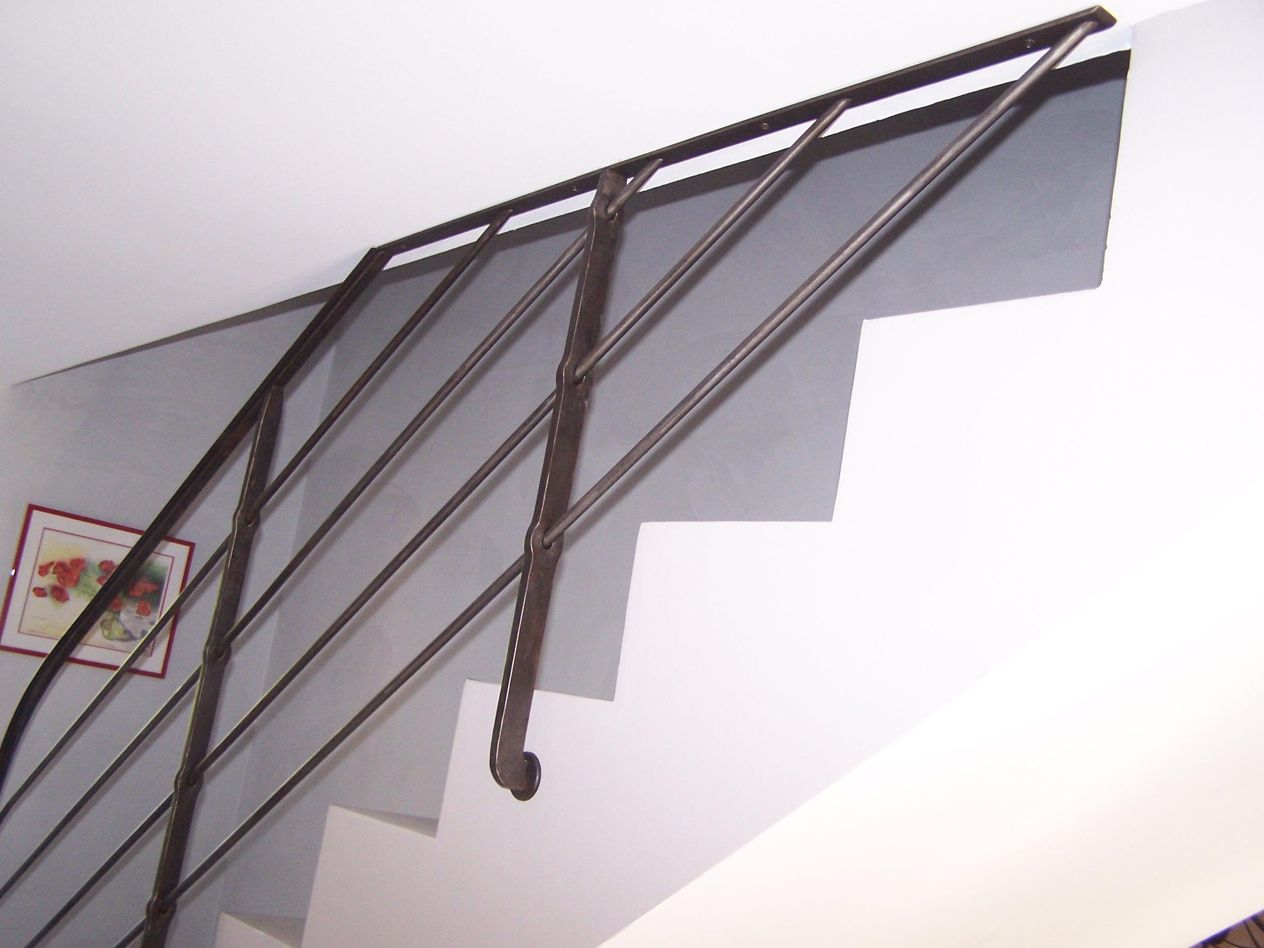 Détail d'un montant de rampe à trous renflés